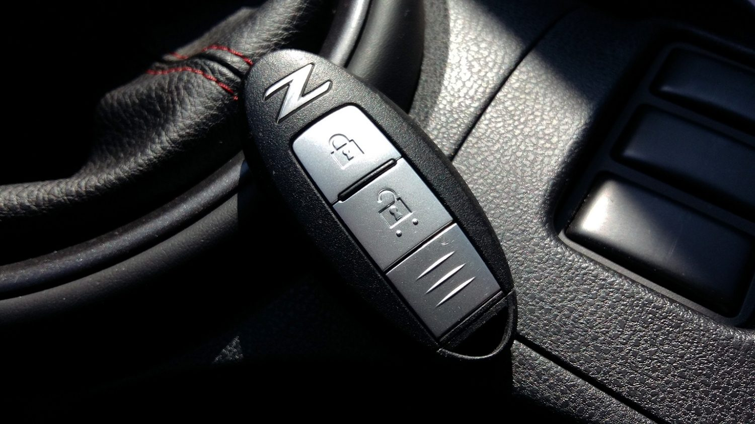 NISSAN 370Z COUPE – NISSAN Intelligent Key