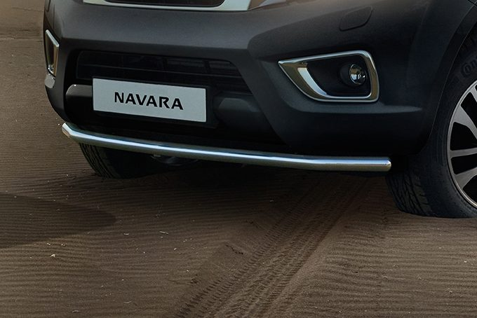 Nissan NP300 Navara Double Cab - Front styling bar - Chrome