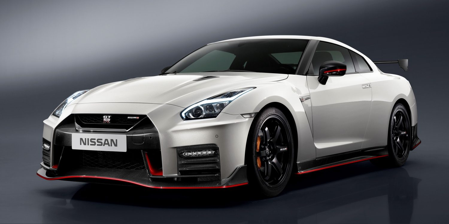 Nissan GT-R NISMO white- Side view with aero package