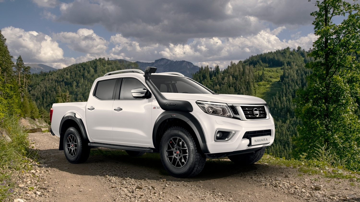 New Nissan NAVARA off-roader at32