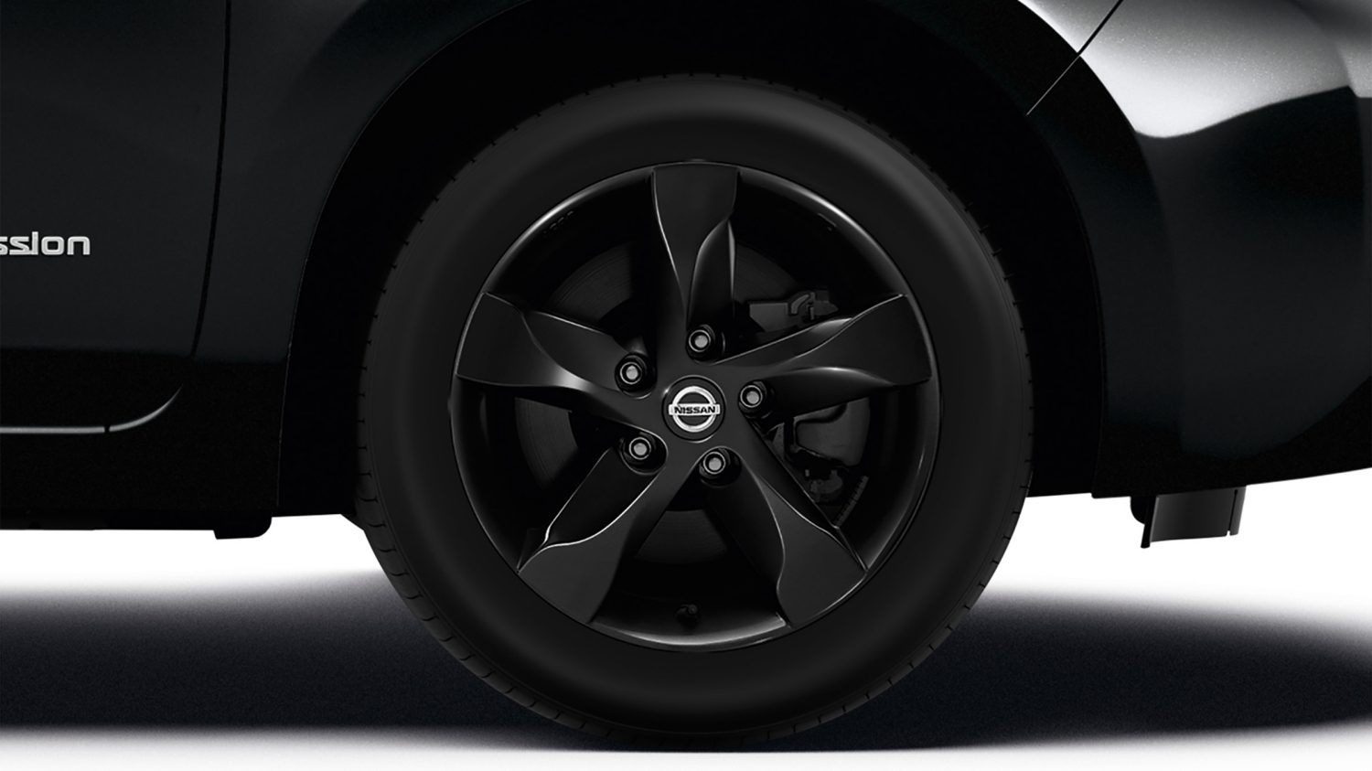 "Nissan LEAF Black Edition - 16"" alloy wheels"
