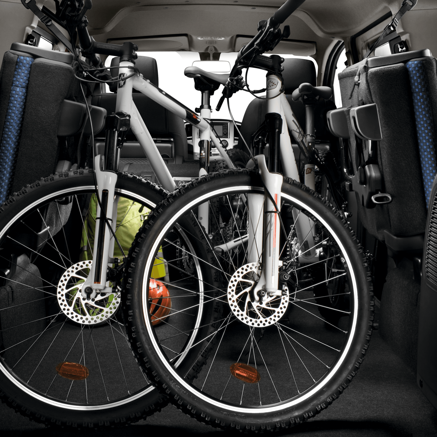 Combi | Nissan NV200 | Space for mountain bikes