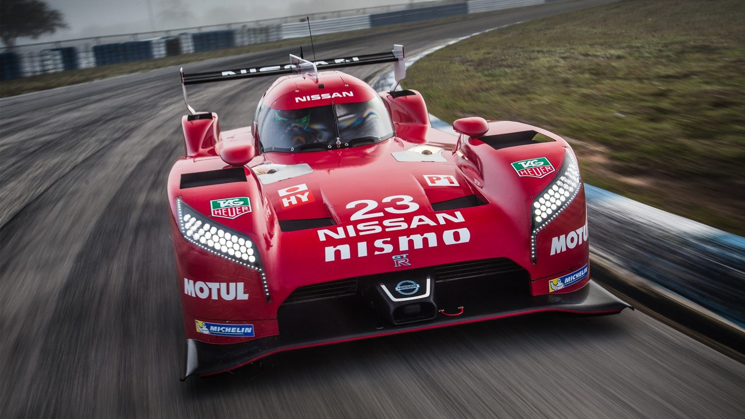 Nissan - Motorsport - GT-R LM NISMO on track - front view