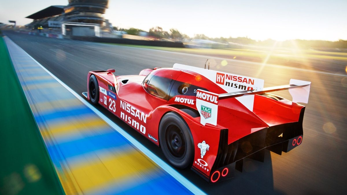 Nissan - Motorsport - GT-R LM NISMO on track - 3/4 rear view