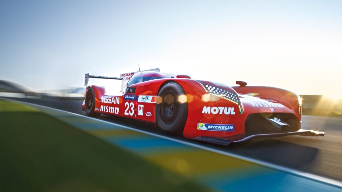 Nissan - Motorsport - GT-R LM NISMO on track - 3/4 front view