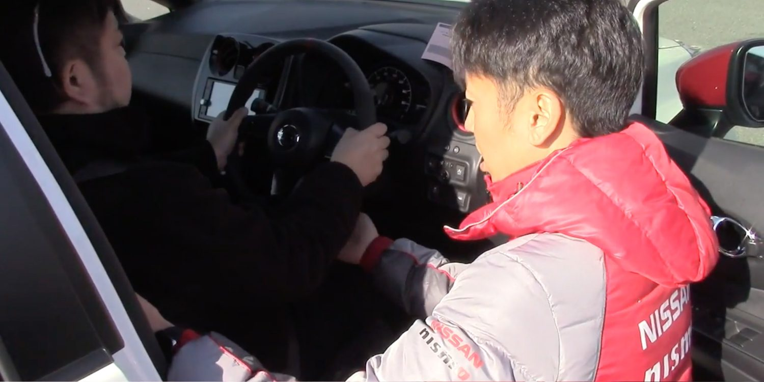 Nismo Driving Academy, instructor con alumno