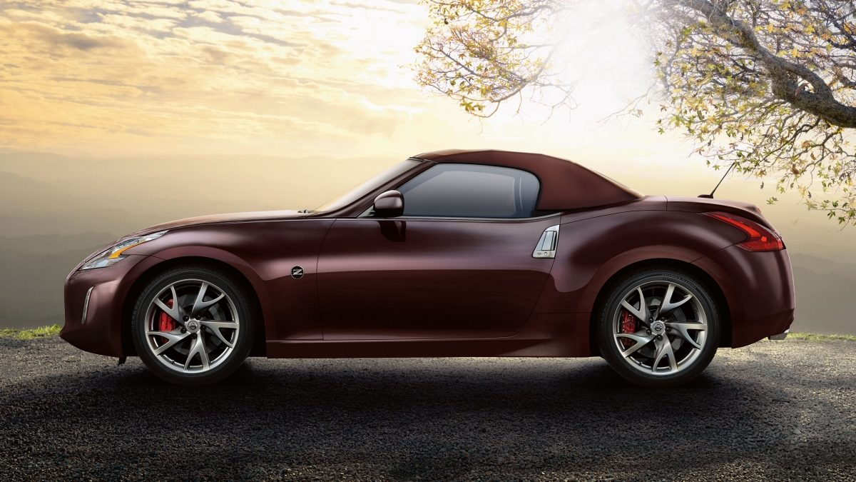 Nissan 370Z ROADSTER Force Red - Vista de perfil com a capota