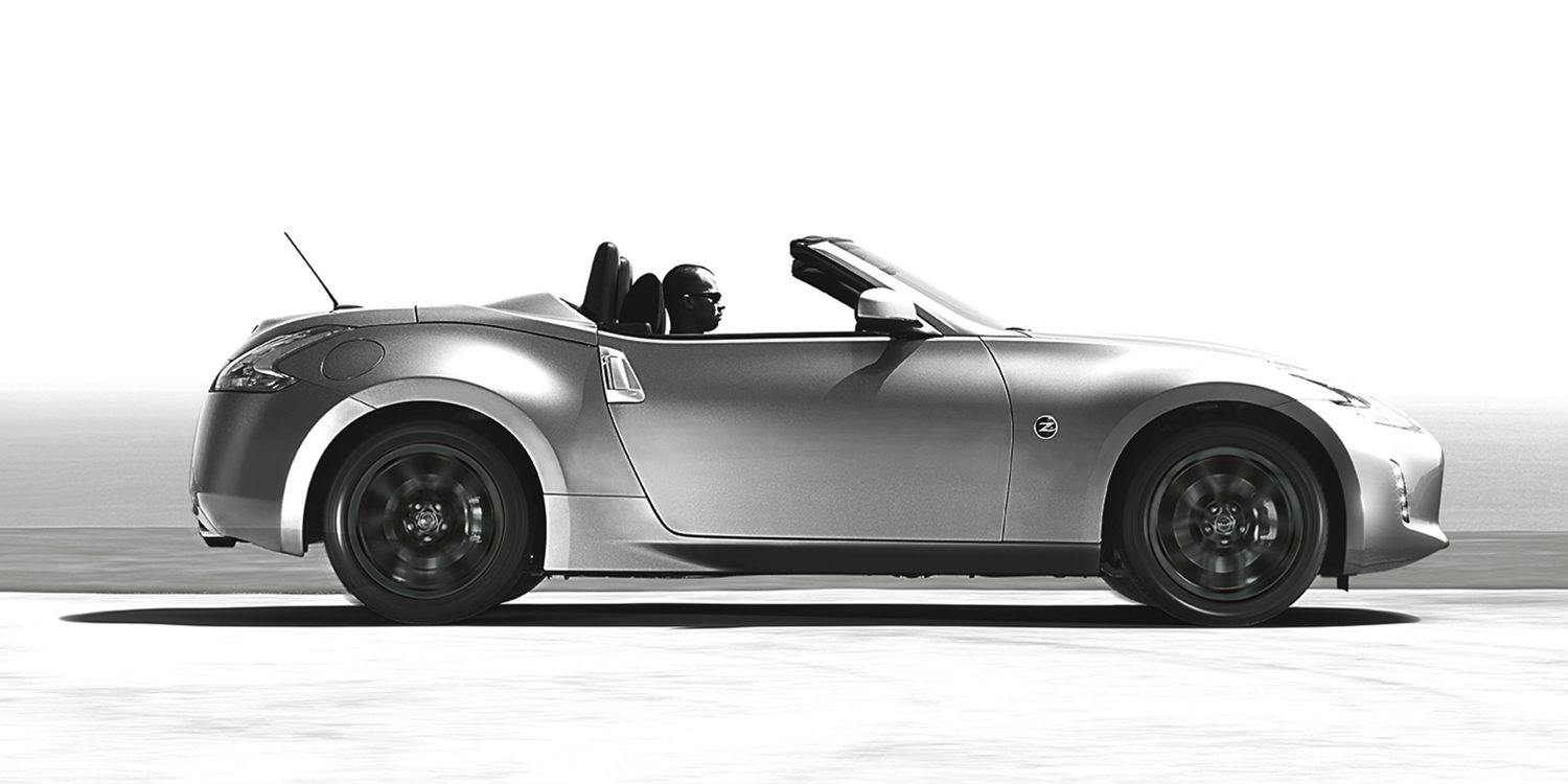 Nissan 370Z Roadster convertible top close