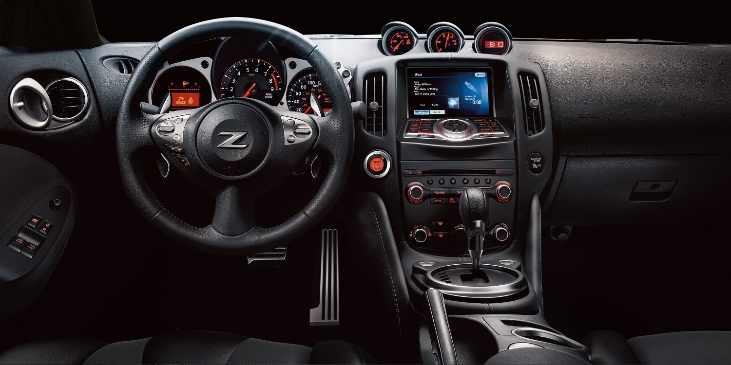 Nissan 370Z Coupe dash