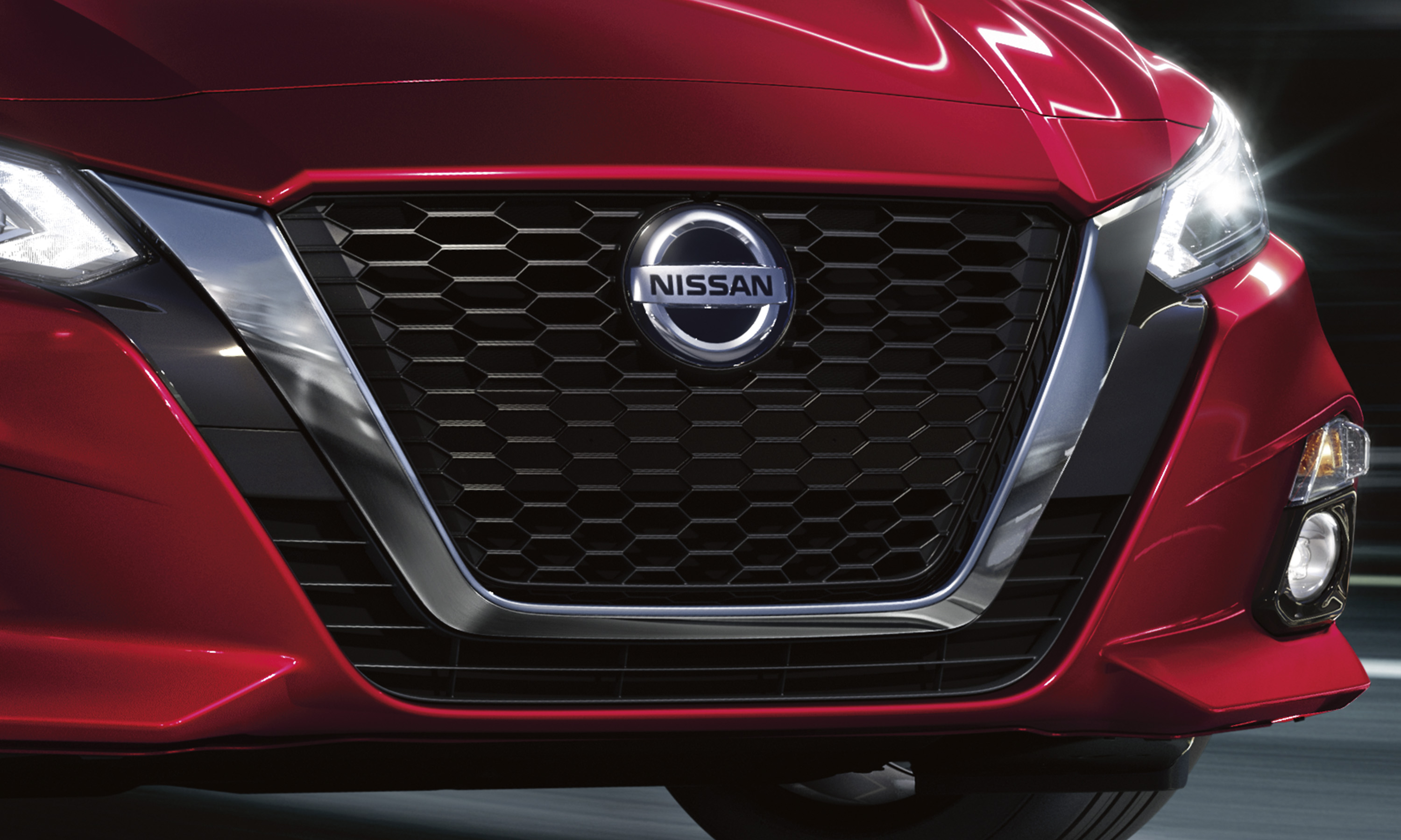 nissan Altima exterior grille