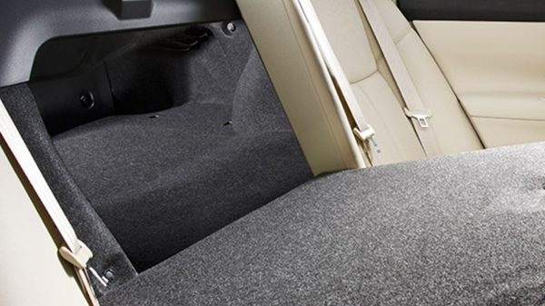 Nissan Altima folding rear seats