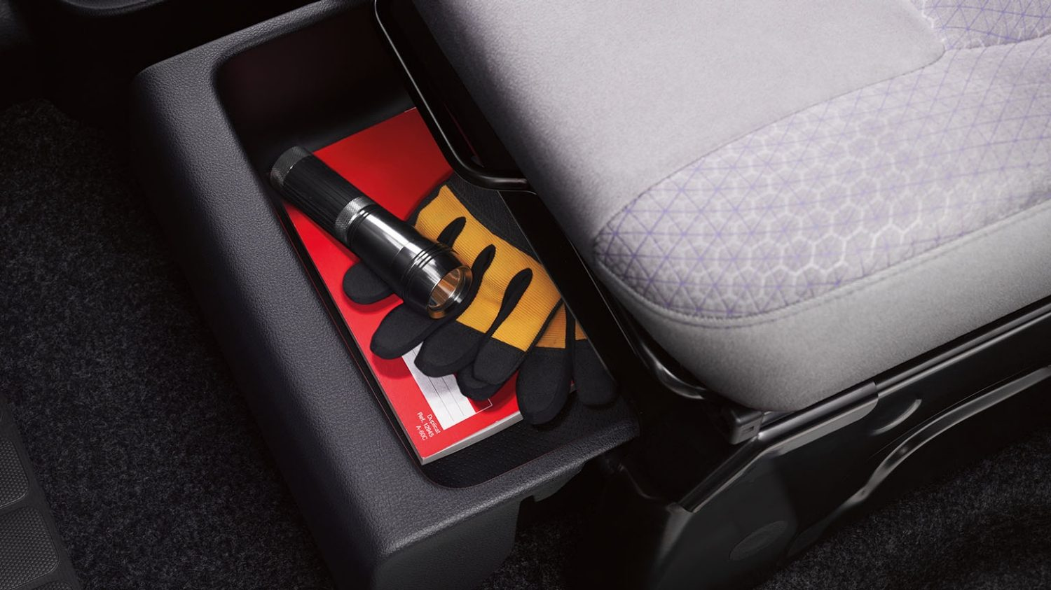Nissan e-NV200 - Under-seat storage drawer