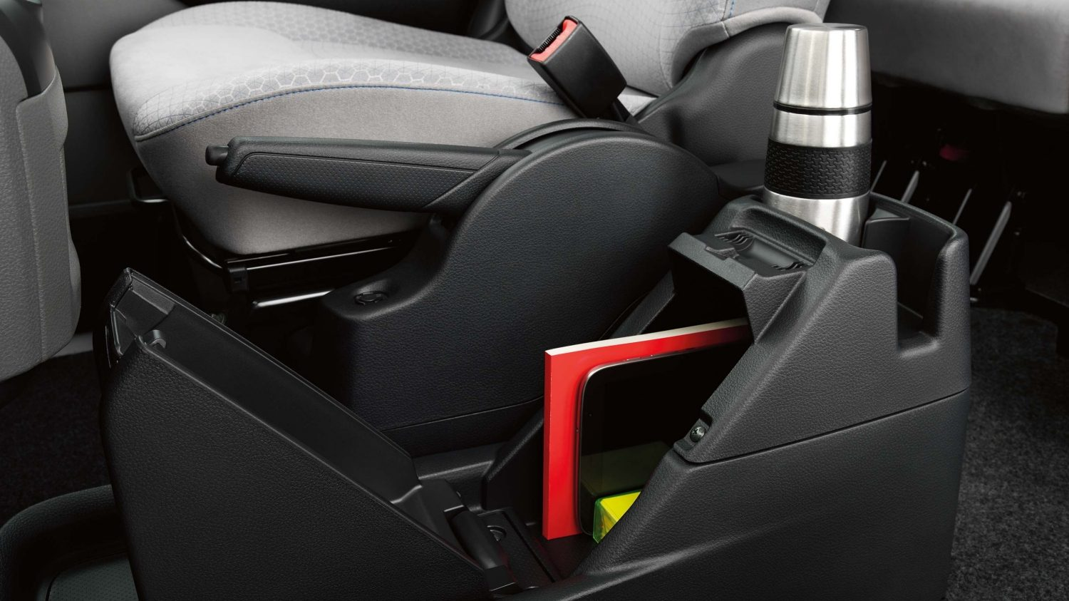 Van | Nissan e-NV200 | Under-seat storage trays