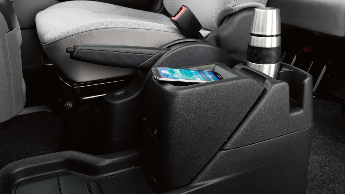 Nissan e-NV200 - Center console closed