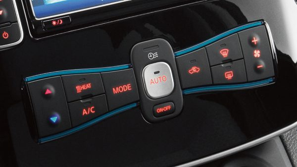 Nissan e-NV200 - Closeup of climate controls