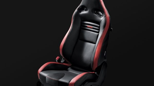 Nissan GT-R aggressively bolstered Recaro seat