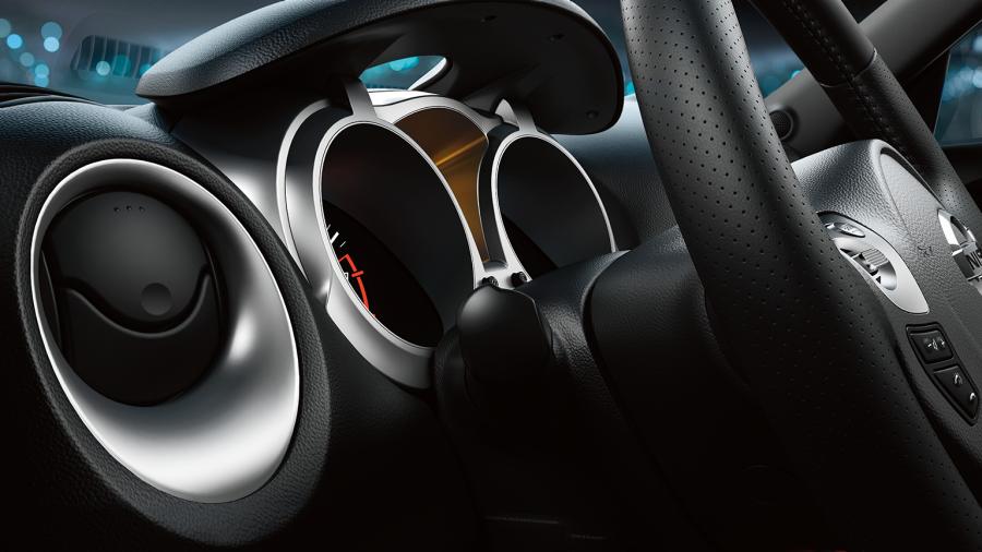 Nissan JUKE— интерьер— приборная панель