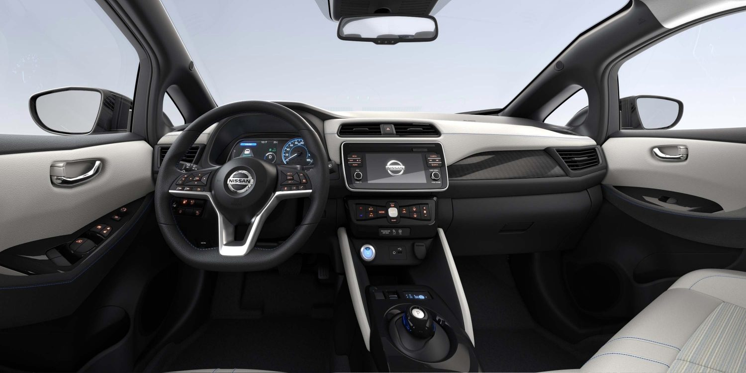 Interior do Novo Nissan LEAF com tecido preto