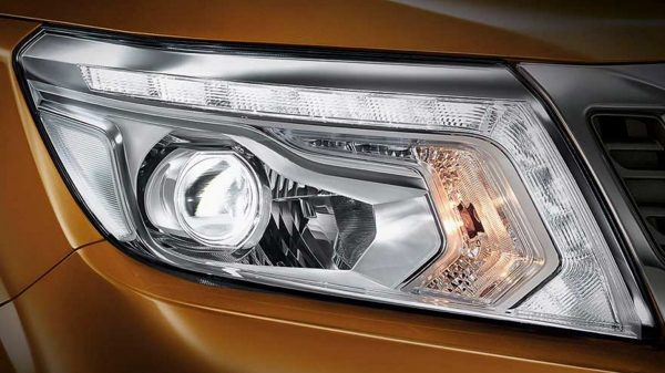 Nissan Navara LED head lamps