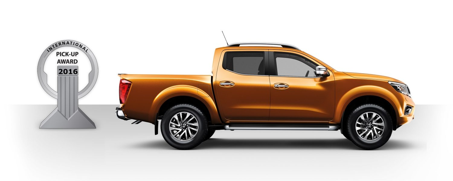 Nissan Navara profile beside 2016 International Pick-up Award illustration