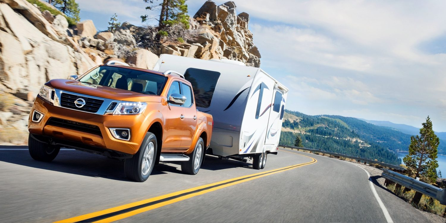 Nissan Navara hauling trailer up mountain road