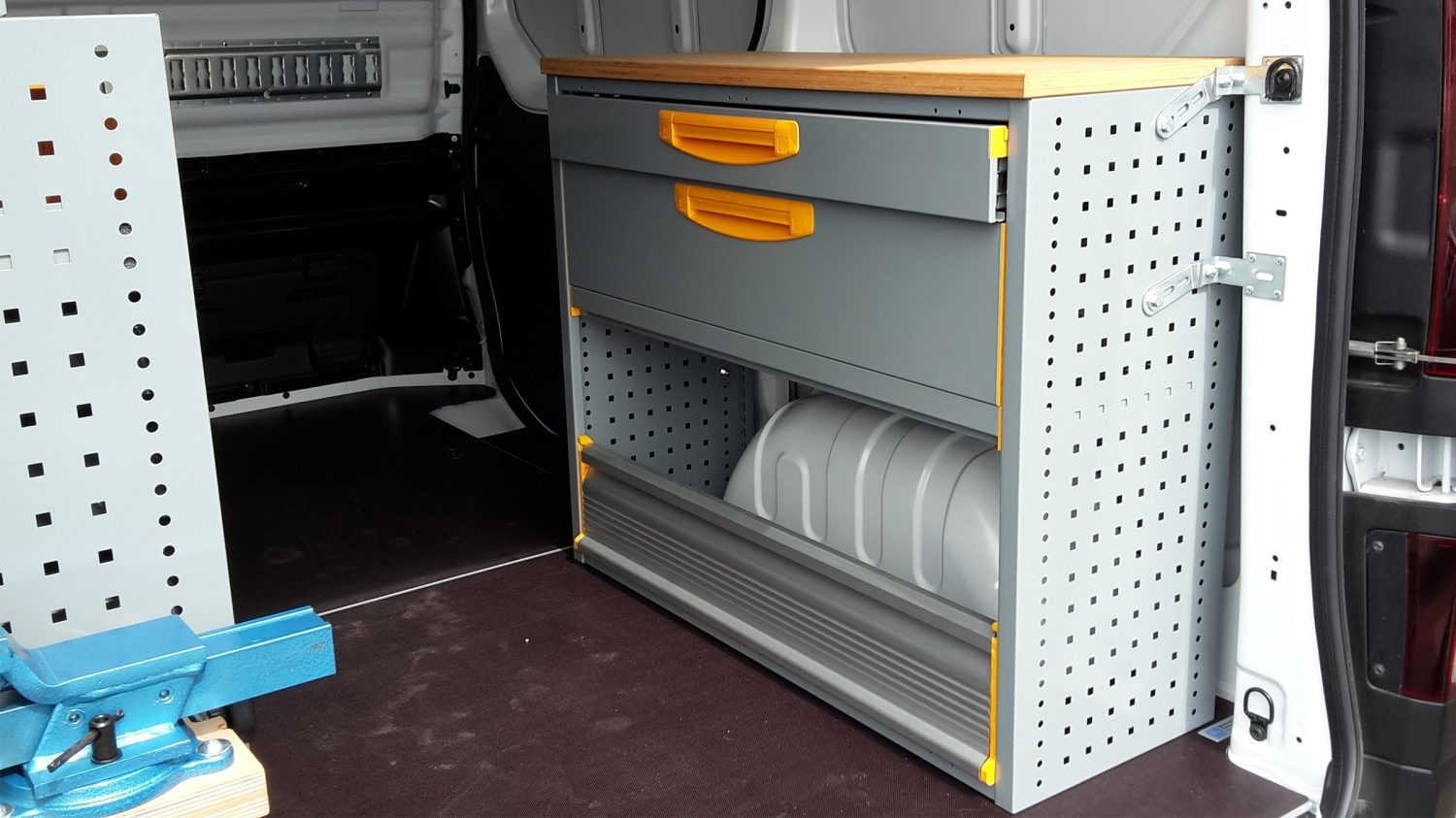 NV300 CONVERSIONS - STOREVAN RIGHT HAND SHELF
