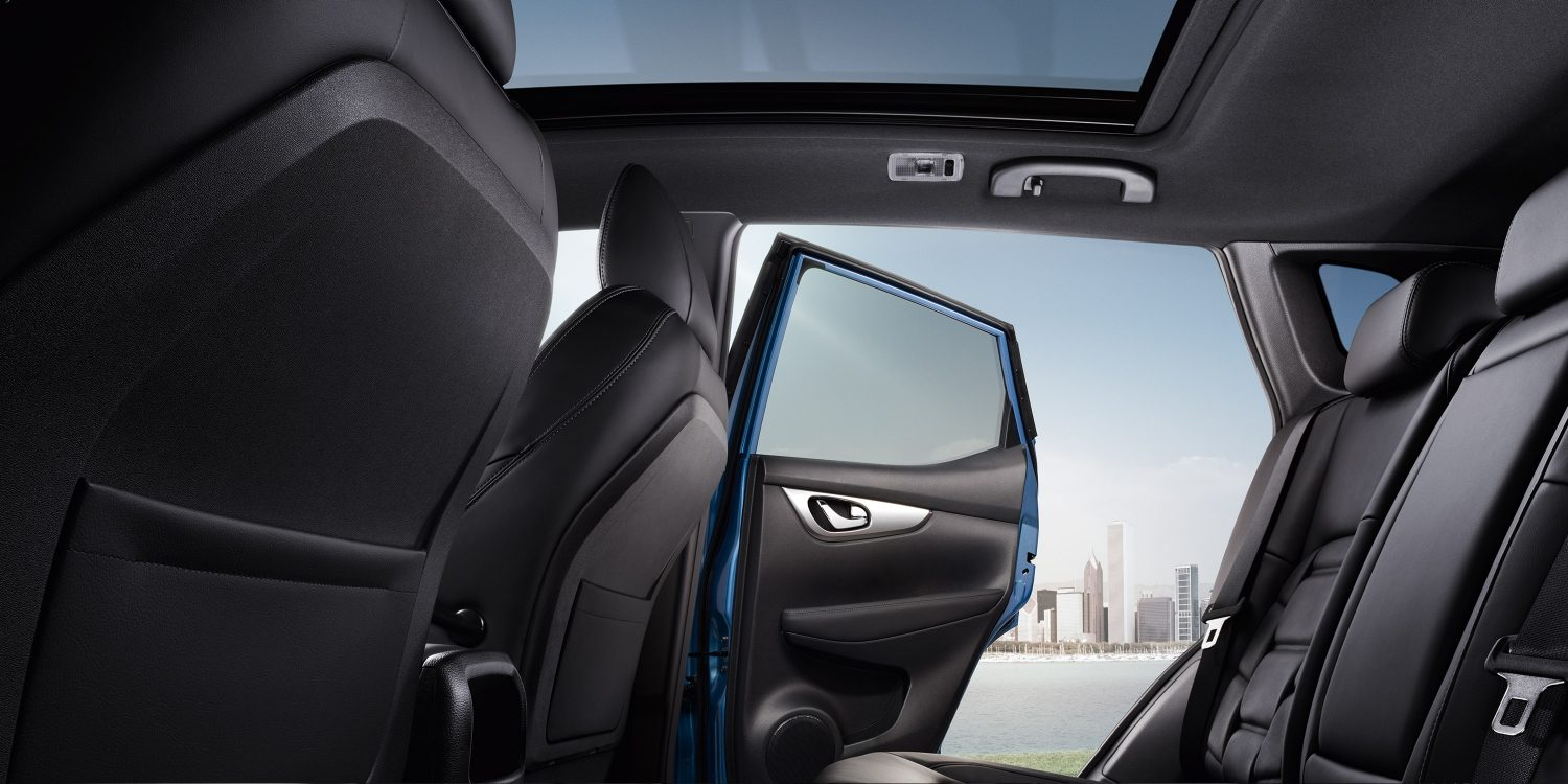 Qashqai interior profile 2nd row with rear door open no glassroof