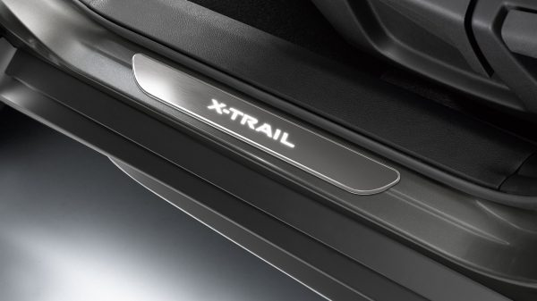 X-Trail entry guard illuminated