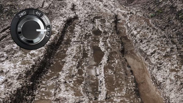 2021 Nissan X-Terra muddy ground with 4LO dial