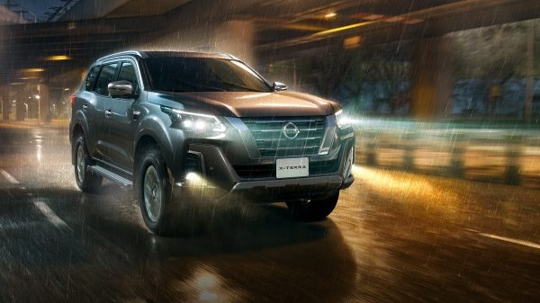2021 Nissan X-Terra driving in the rain with Intelligent Auto Headlights