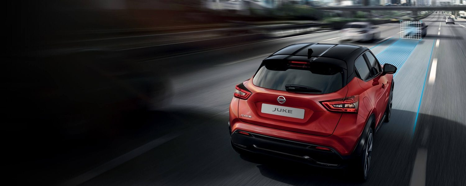 Nissan JUKE rear driving view on the highway with nissan intelligent mobility expression