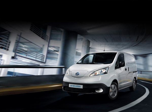 Nissan e-NV200 dans un parking moderne