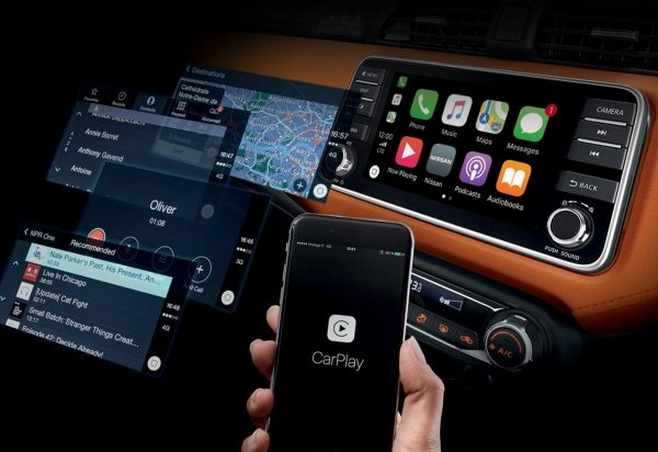 Ecrã interior do Nissan MICRA com diferentes ecrãs CarPlay da Apple