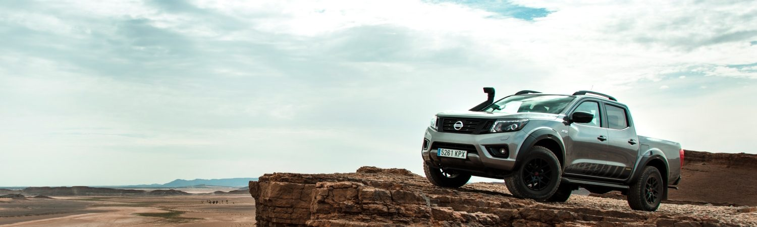 Nissan NAVARA AT32 parked on a cliff in the desert