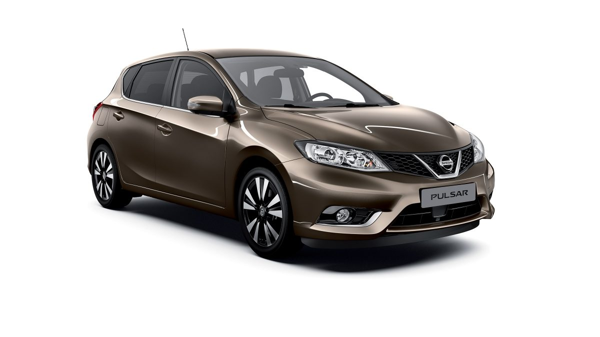 Photo 3/4 face de la Nissan PULSAR