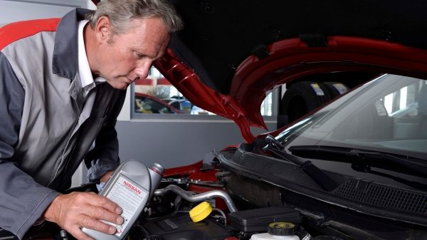 Nissan— оригинальное моторное масло и технические жидкости