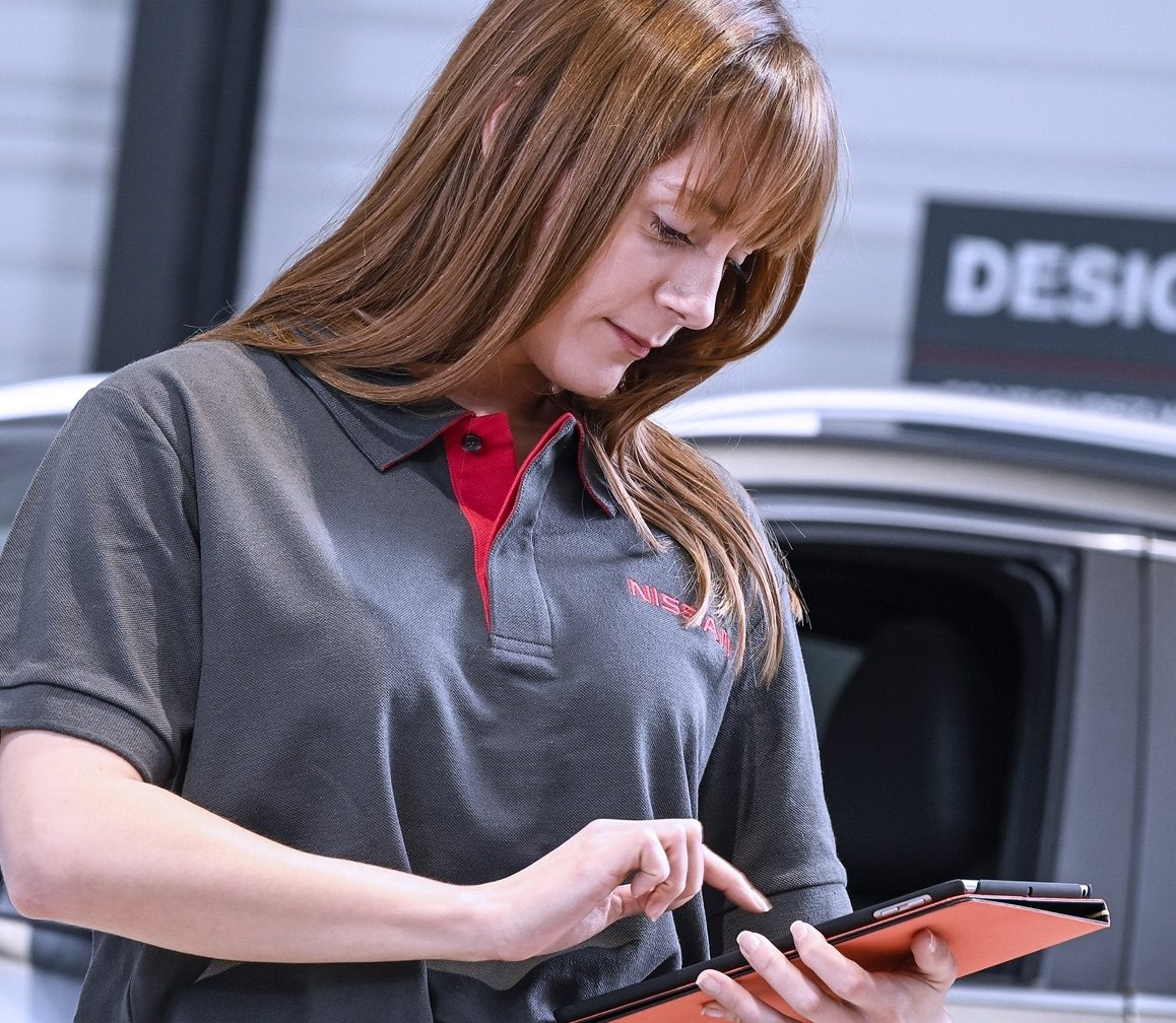 CHAT WITH A NISSAN SPECIALIST
