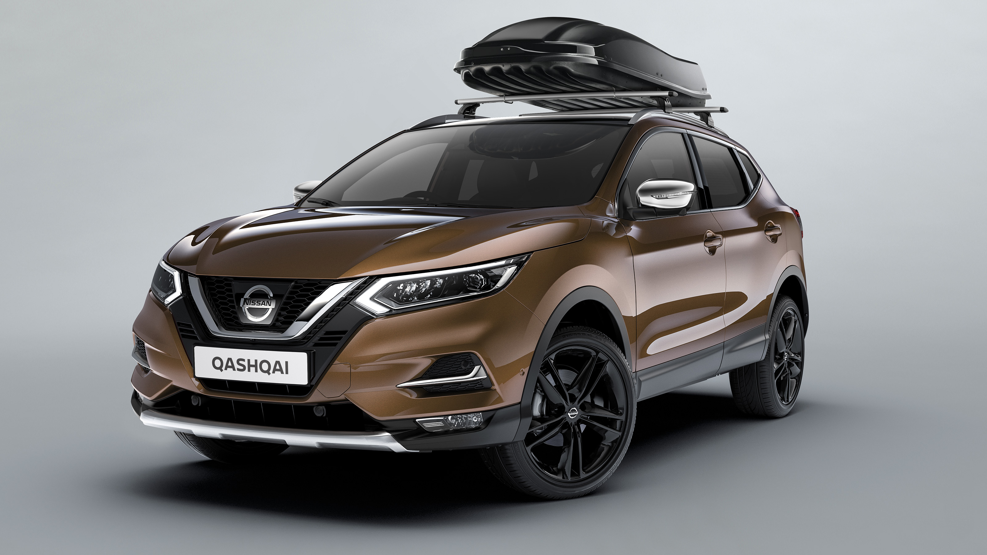 Nissan Qashqai with roofbox