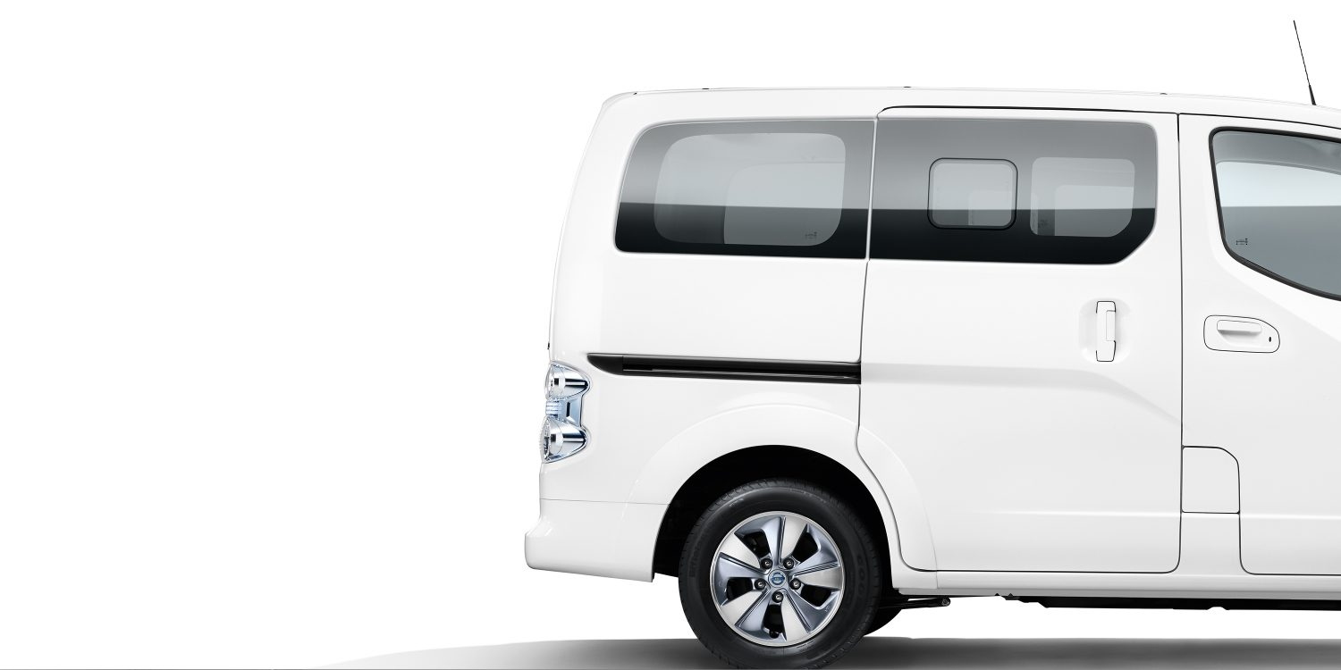 New Nissan e-NV200 Evalia profile with view on the rear part of the car