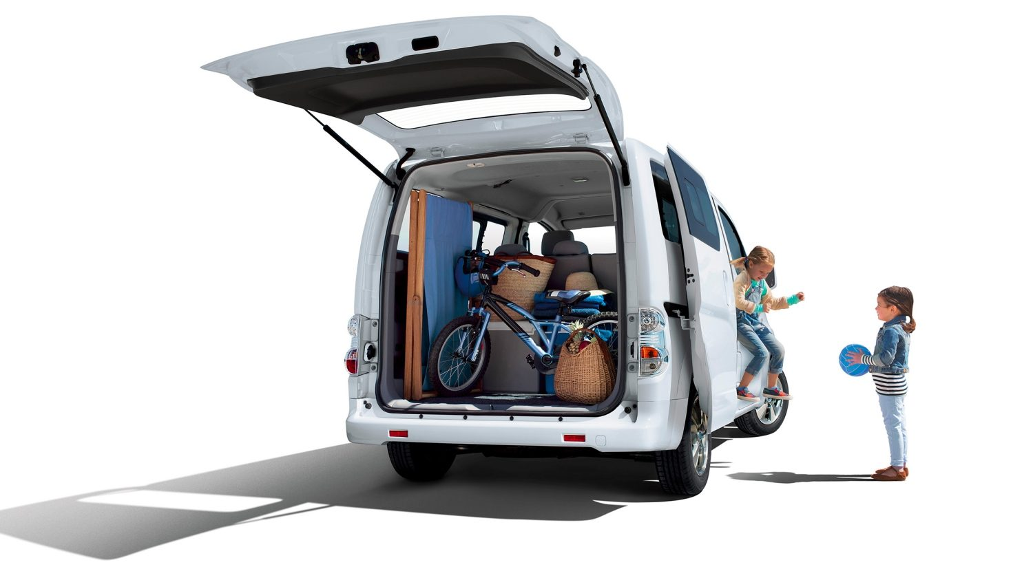 New Nissan e-NV200 Evalia 7/8 rear view with doors open and cargo loaded with luggages