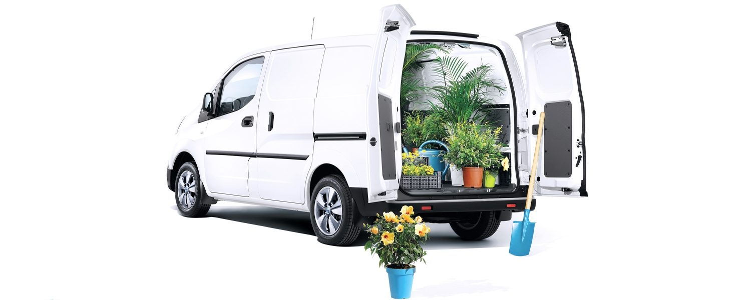 New Nissan e-NV200 3/4 rear with flowers in the cargo space