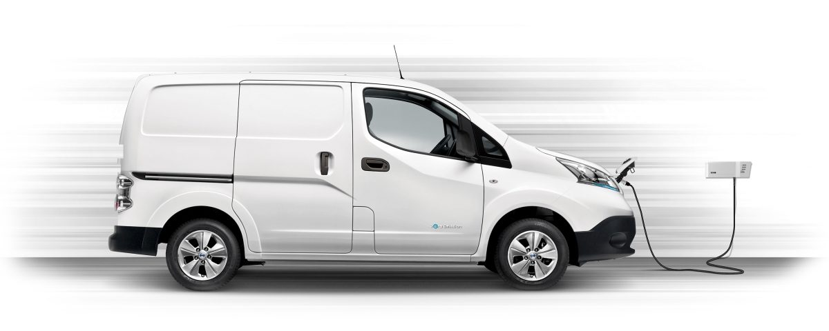 Nya Nissan e-NV200 – Profilbild av laddning med en Wallbox