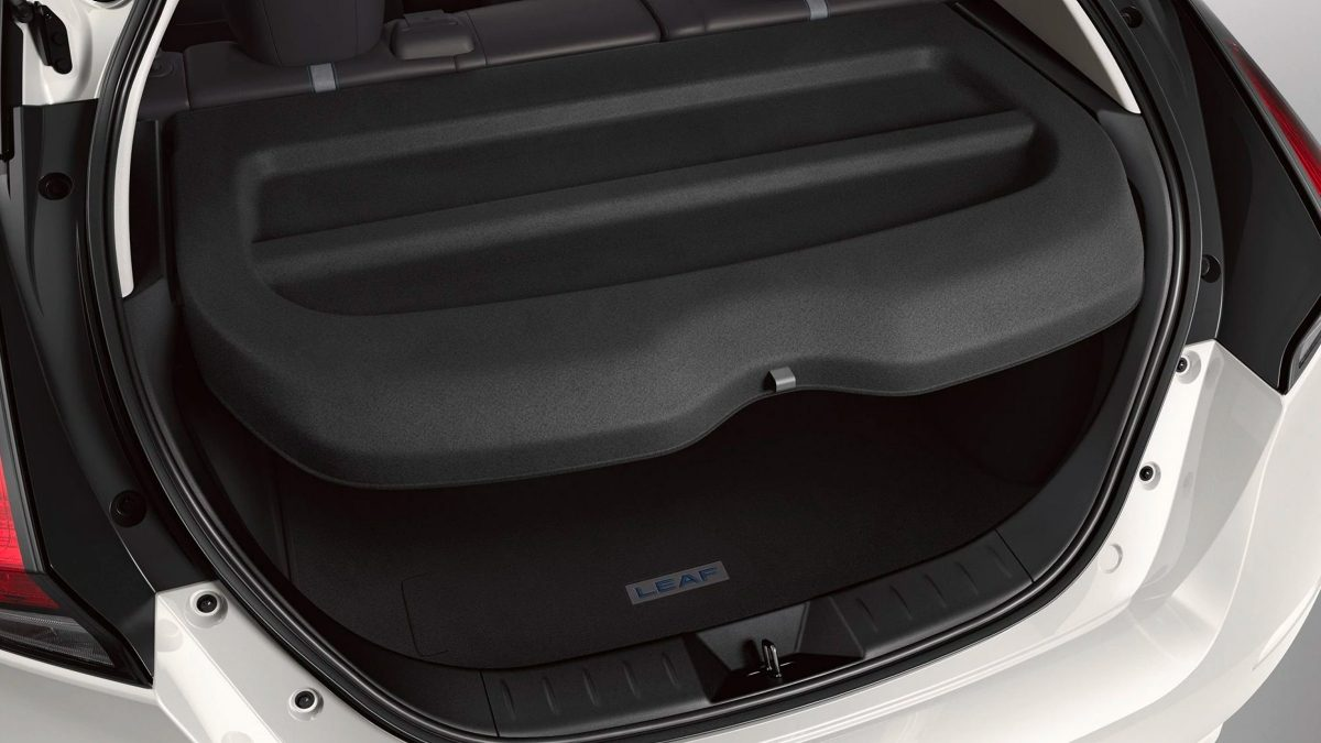 Nissan LEAF cargo cover