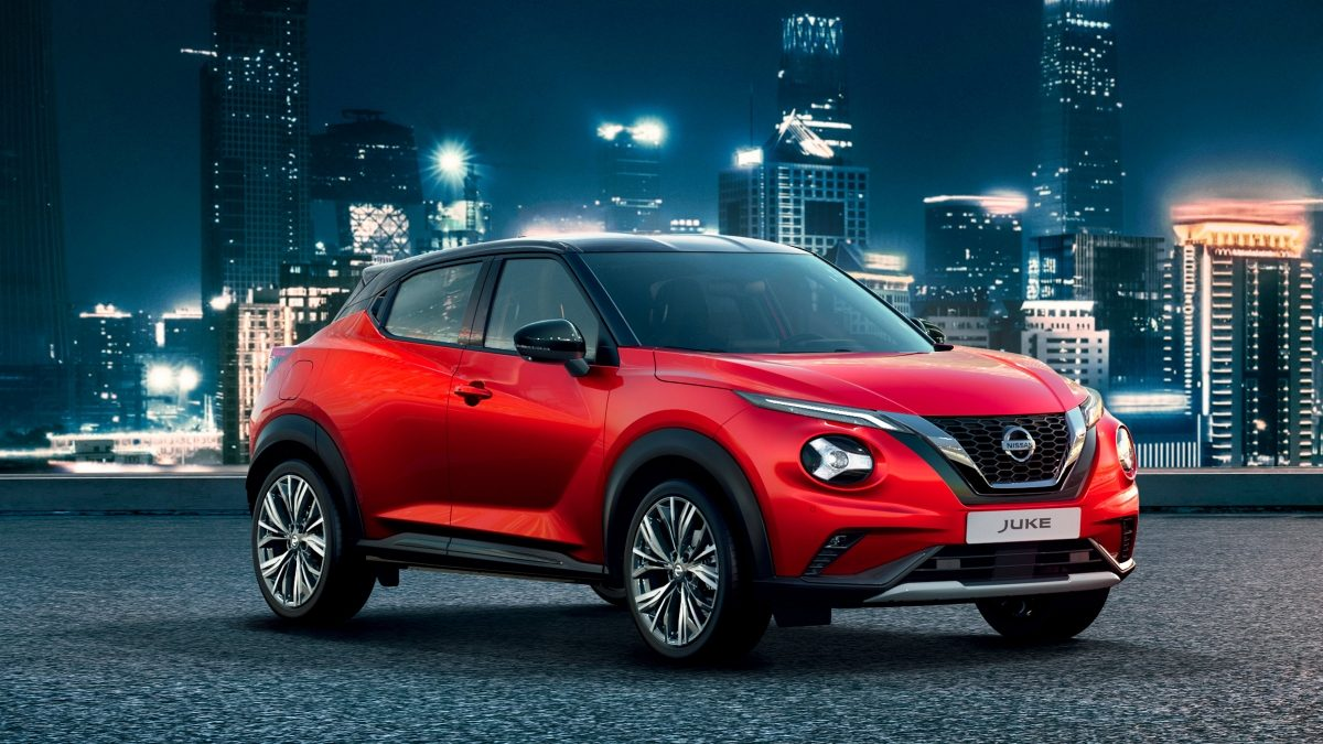 Nissan JUKE parked with a night city background