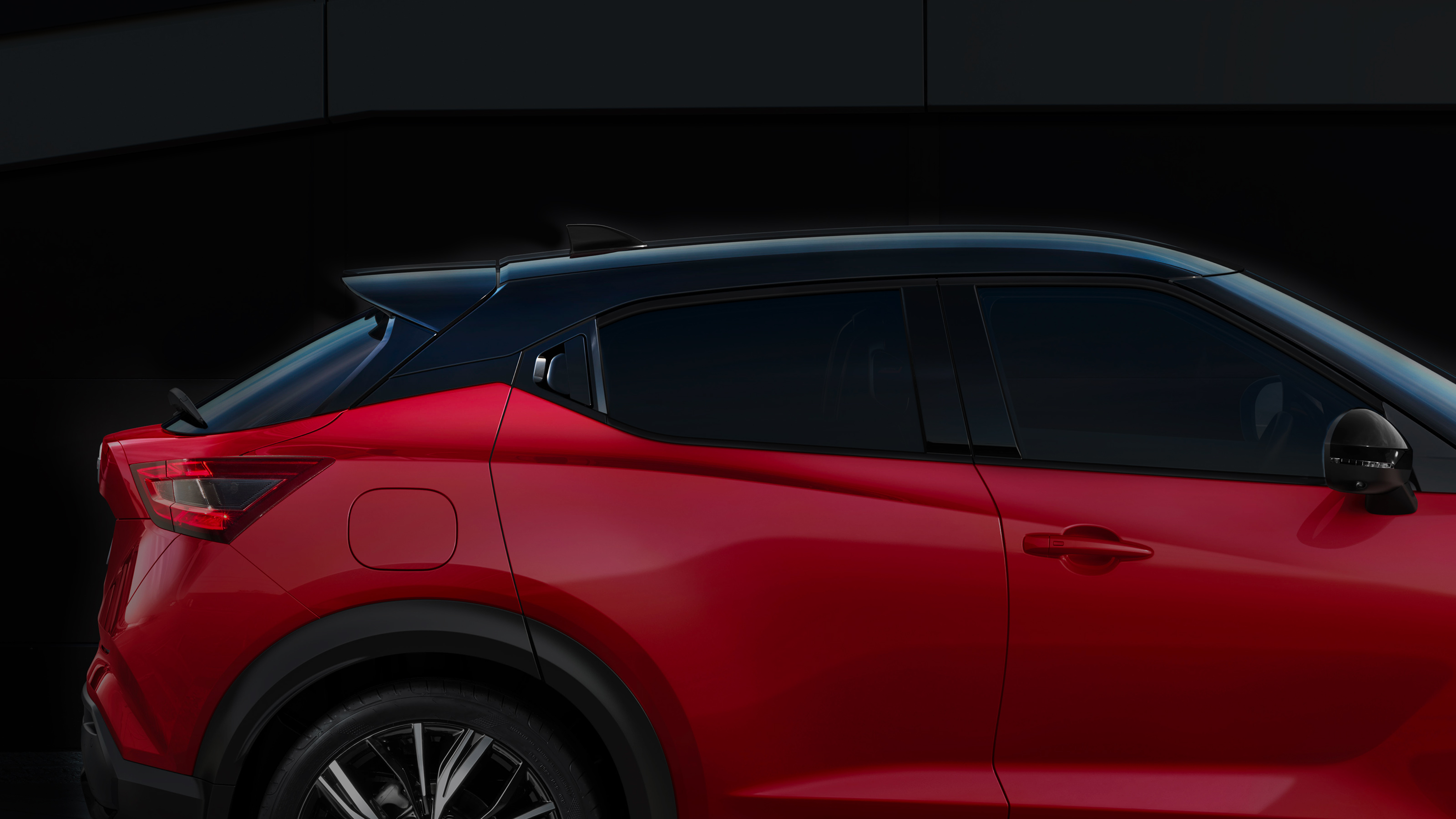 Nissan JUKE profile view of the floating roof