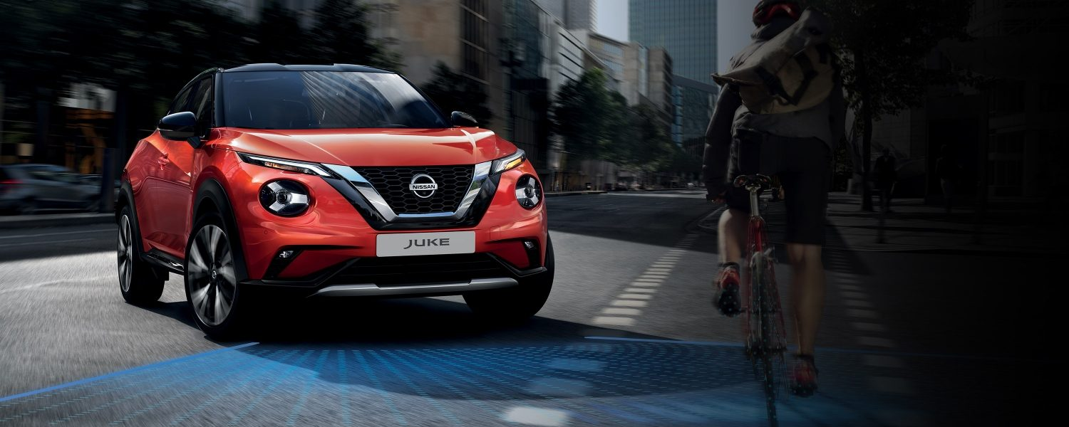 New Nissan JUKE front angle in the street with Nissan Intelligent Mobility illustration