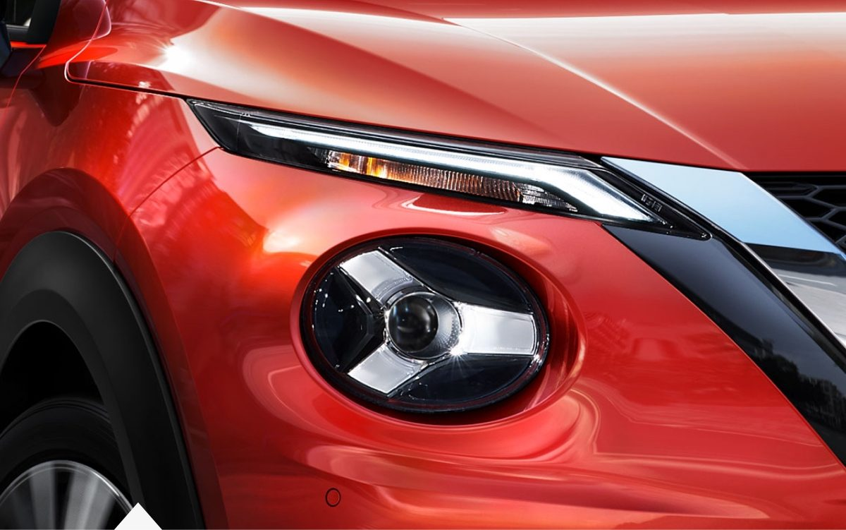 New Nissan JUKE detail of the LED headlamps signature