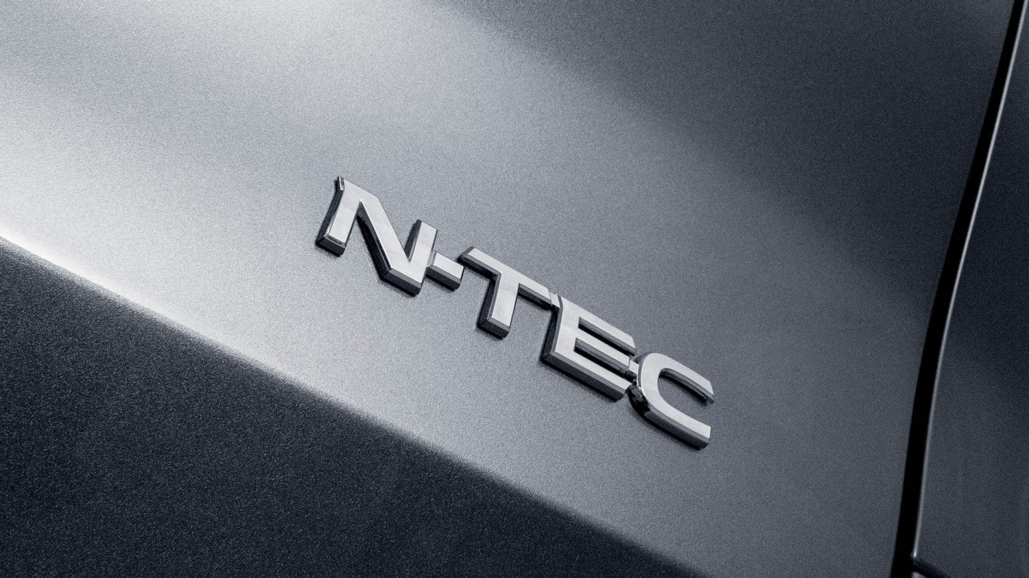 Nissan X-TRAIL N-TEC badge