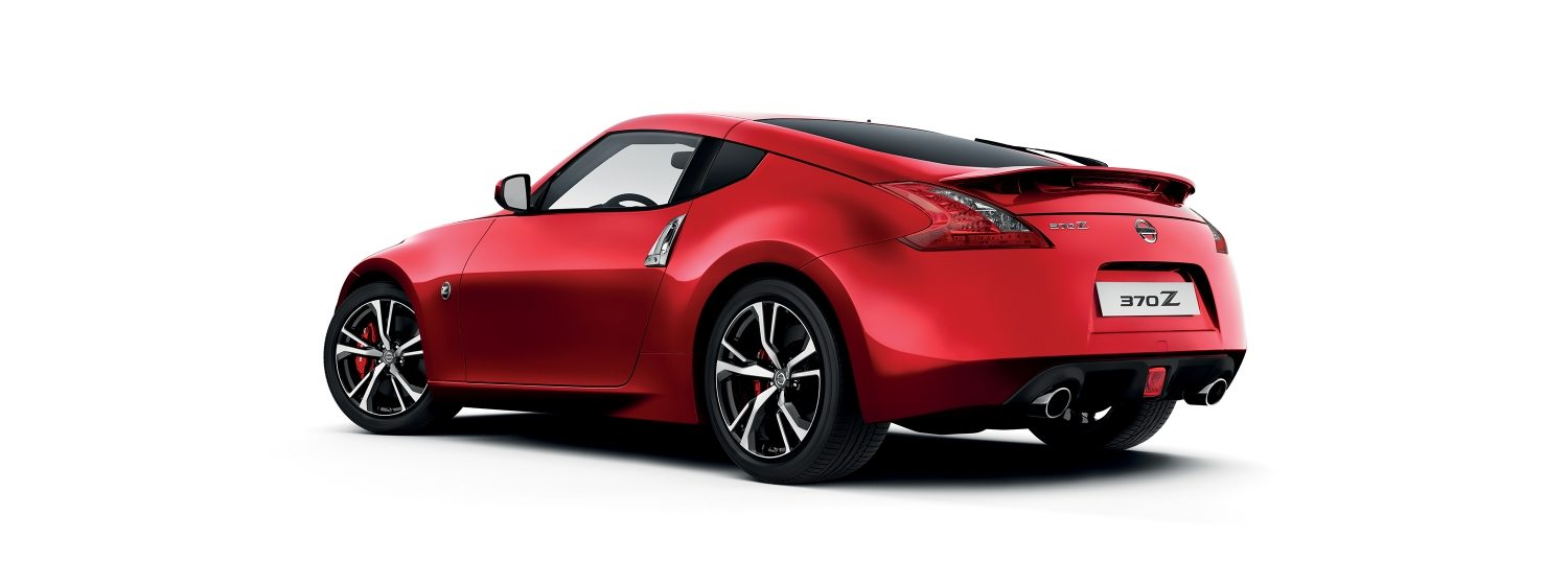 NISSAN 370Z COUPÉ – Brilliant White – 3/4 Heckansicht