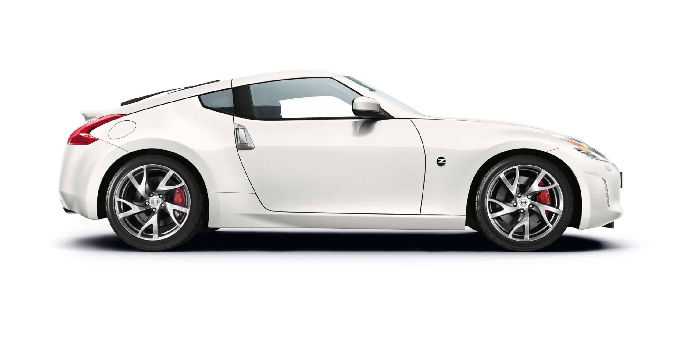 Nissan 370Z coupé - Pearl White - Vista lateral frontal